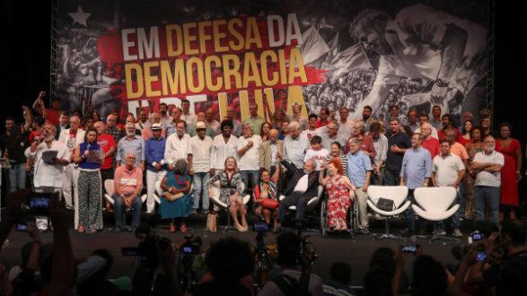 artistas-e-intelectuais-unidos-em-apoio-a-democracia-e-lula